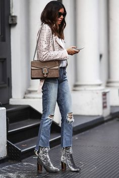 Street Style 2016/2017 - Erica Hoida turns up the glamour in theses stunning silver...