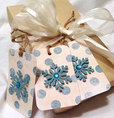Items similar to Cadeau de Noël tags Noël Etiquettes cadeaux flocon de neige. Étiquettes papiers. Étiquette de cadeau de Noël. étiquettes à cadeaux polka dot. Tiffany on Etsy
