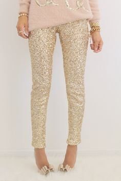 Gold sequin leggings with elastic waistband and full synthetic silk liner for a comfy feel. Also, the material of the leggings has some stretch Gothic Leggings, Sequin Leggings, Printed Leggings, Gold Sequin Pants, Fashion Moda, Look Fashion, Winter Fashion, Fashion Outfits, Leggings Mode