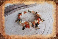 """Bracelet en aventurine rouge et agate jaune, de style ethnique, en fil à mémoire de forme, """"Sang de Kvasir"""" : Bracelet par freyja-s-faeries"""