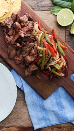 Steak Fajita Stack up the flavor and watch everybody gather 'round - this dish brings the party.Stack up the flavor and watch everybody gather 'round - this dish brings the party. Mexican Food Recipes, Beef Recipes, Chicken Recipes, Cooking Recipes, Healthy Recipes, Healthy Drinks, Beef Fajita Recipe, Steak Dinner Recipes, Skirt Steak Recipes