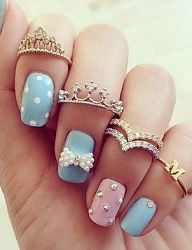 The perfect nails for a fashion queen! Pastel blue and pastel pink.
