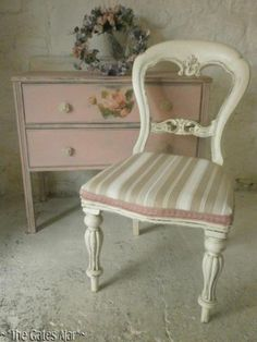 ~Beautiful Victorian Painted Chair and drawers