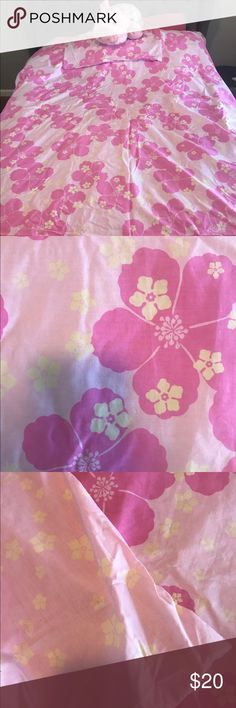 🌸Beautiful Roxy full or twin size duvet cover🌸 Beautiful girls Roxy full/twin duvet cover great condition my daughter that's 19 didn't really end up using it for very long ready to go to a good home that will appreciate that along with Mr. 🐷 Roxy Other