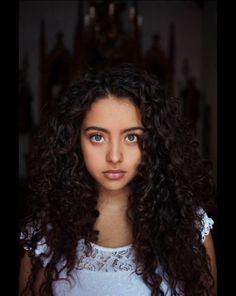 Photo de Mihaela Noroc, projet Atlas de la Beauté, Colombie. http://madame.lefigaro.fr/celebrites/une-photographe-fait-le-tour-du-monde-de-la-beaute-feminine-190215-94661#xtor=AL-155-%5BFacebook%5D