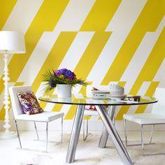 Bright Yellow Dining Room Decor - Home Decor Ideas Yellow Dining Room, Dining Room Colors, Dining Room Walls, Dining Room Design, Yellow Rooms, Yellow Walls, Dining Area, Dining Table, Dining Room Wallpaper
