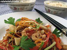 Pui cu usturoi si arahide Peanut Chicken, Chinese Food, Japchae, Allrecipes, Garlic, Meat, Ethnic Recipes, Fine Dining, Chinese Cuisine