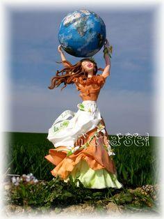 Bleue, our mother - notre mère, la terre  Porcelaine froide - cold porcelain