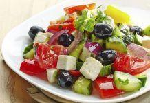 Salate de crudităti, usoare si sănătoase Cucumber Salad, Caprese Salad, Feta Salat, Clean Eating, Healthy Eating, Greek Salad, Side Dishes Easy, Quick Easy Meals, Food Dishes
