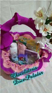 Chocolateria Doce Paladar: cesta maternidade - R$ 183,00 - 9 itens
