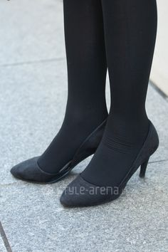 Black Pantyhose, Black Tights, Girls Formal Shoes, Passage Mignon, Tokyo Streets, Tokyo Street Style, Stockings Legs, Fashion Tights, Japan Fashion