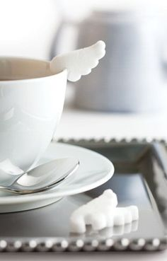 Coffee gives you wings! Angel wing sugar cubes by Chambre de Sucre, a handcrafted gourmet sugar company based in Nagoya. Coffee Break, Coffee Time, Tea Time, Coffee Cup, Sugar Angel, Pause Café, Sugar Cubes, My Cup Of Tea, Angel Wings