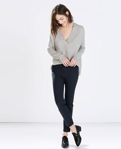 Zara has these pants with the side zip. Like the fit! Blue Trousers Outfit, Trouser Outfits, Pants, Big Girl Clothes, Clothes For Women, Office Looks, Business Dresses, Vogue, Architecture