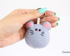 Keyring mouse felt mouse keychain animal keychain by Lanatema Felt Crafts Diy, Fun Crafts, Crafts For Kids, Felt Christmas Decorations, Felt Christmas Ornaments, Felt Keychain, Felt Bookmark, Felt Mouse, Felt Dolls