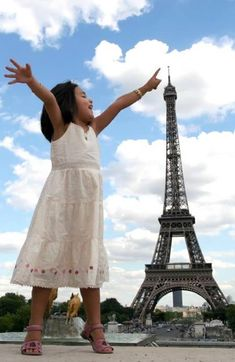 This touching shot makes aiming for the top not such a fanciful dream after all. The most famous landmark on the Parisian landscape is the perfect prop to make this little girl seem like a giant standing some 324 m (1,063 ft) tall. The low camera angle and large depth of field do the rest of the work.