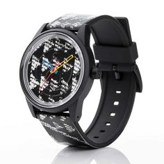 Q & Q Smile Solar by Citizen RP00J024  Q & Q Smile Solar by CitizenRP00J024. Milieuvriendelijk Smile Solar horloge van Q & Q by Citizen. Dit model heeft een zwarte kast de afbeelding van de horlogeband loopt door in de wijzerplaat. Op de wijzerplaat wordt de tijd aangegeven door een blauwe gele en rode wijzers. De band sluit door middel van een gespsluiting en is 50 meter waterdicht. Het uurwerk werkt door middel van zonne-energie. Wanneer je het horloge voor de eerste keer gaat gebruiken…