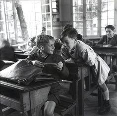 France. The harmonica, ca. 1940  // Robert Doisneau