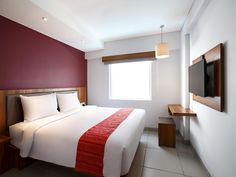 Bali Swiss-Belexpress Kuta Indonesia, Asia Stop at Swiss-Belexpress Kuta to discover the wonders of Bali. The hotel offers guests a range of services and amenities designed to provide comfort and convenience. Free Wi-Fi in all rooms, 24-hour security, fax machine, 24-hour front desk, facilities for disabled guests are just some of the facilities on offer. Each guestroom is elegantly furnished and equipped with handy amenities. The hotel's peaceful atmosphere extends to its rec...