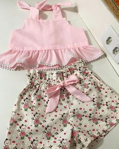 Toddler Baby Girls Pineapple T-shirt Vest Tops Skirts Outfits Summer Sundress Kleinkind Baby Mädchen Ananas T-Shirt Weste Tops Röcke. Baby Girl Dress Patterns, Little Girl Dresses, Baby Girl Fashion, Fashion Kids, Skirt Outfits, Cute Outfits, Baby Frocks Designs, Kids Frocks, Cute Baby Clothes