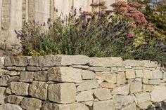Trockenmauern für kleine Höhenunterschiede, Böschungen und Gestaltungen im Garten Sidewalk, Texture, Wood, Garden, Igneous Rock, Small Places, Pavement, Fence, Outdoor