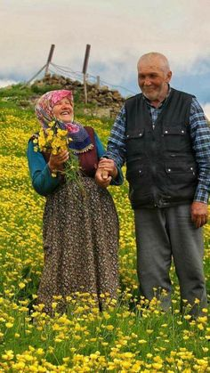 Old Couples, Muslim Couples, Cute Couples, Couple Photography Poses, Love Photography, Halal Love, Cartoon Smoke, Growing Old Together, Muslim Beauty