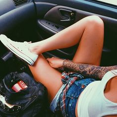 pinterest: • d a n a •                                                                                                 Piercings & tats ♡