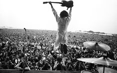 These images capture the free spirit of an extraordinary time || Pete Townshend, The Who