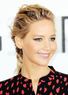 Jennifer Lawrence attends a photocall for the film 'Passengers' at Claridge's Hotel on December 1, 2016 in London, England.