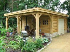 Eiken tuinhuis met overkapping. Gelegen in een natuurlijke omgeving.