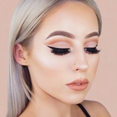 The season of pretty makeup is here. It is the season of holidays and parties.  #makeup #makeuplover #makeupjunkie #makeupideas