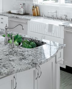 If you are looking for Granite Kitchen Countertops Ideas, You come to the right place. Below are the Granite Kitchen Countertops Ideas. Kitchen Remodel Countertops, Replacing Kitchen Countertops, Kitchen Models, Kitchen Remodel, New Kitchen, Grey Granite Countertops, Kitchen Renovation, Granite Countertops Kitchen, Kitchen Design