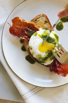 Green Eggs and Ham! #toast, #bread, #eggs, #brunch, #olive-oil, #recipe, #breakfast, #breakfast-in-bed, #basil, #ham, #prosciutto View entire slideshow: 20 Breakfast in Bed Recipes on http://www.stylemepretty.com/collection/635/