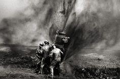 Capping a well head, Greater Burhan Oil Field, Kuwait 1991 Gelatin silver print