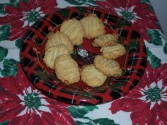 This recipe has been in our family for many years and is a tradition at Christmas Pre heat oven to In the bowl of the mixer place the sugar and butter and cream until soft and… Best Shortbread Cookie Recipe, Scottish Shortbread Cookies, Almond Shortbread Cookies, Shortbread Recipes, Cookie Recipes, Scottish Desserts, Tasty Kitchen, Recipe Community, Candy Making