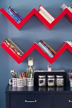 Kid's room decor ideas: Bold blue boys room with red accents! Bright red zig zag bookshelves against blue wall. Well organized blue desk with fun storage. Zig Zag Shelf, Graphic Wallpaper, Home Living, Living Room, Blue Walls, Boy Room, Child's Room, Home Design, Interior Design