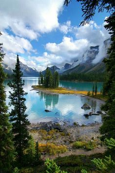 35 Breathtaking Lake Pictures for your Inspiration Maligne Lake, Jasper National Park, Alberta, Canada Places Around The World, Oh The Places You'll Go, Places To Travel, All Nature, Amazing Nature, Beautiful World, Beautiful Places, Amazing Places, Landscape Photography