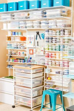 Or a neatly organized craft station. Atelier D Art, Sewing Studio, Craft Storage Containers, Craft Storage Solutions, Craft Organisation, Pegboard Organization, Scrapbook Room Organization, Arts And Crafts Storage, Studio Organization