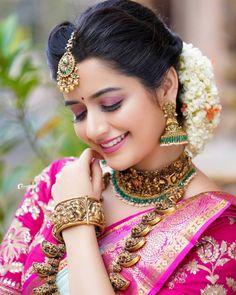Beautiful Girl Indian, Most Beautiful Indian Actress, Beautiful Saree, Beautiful Bridal Dresses, Cute Beauty, Beauty Full Girl, Beauty Women, Photoshoot Images, Indian Bridal Outfits