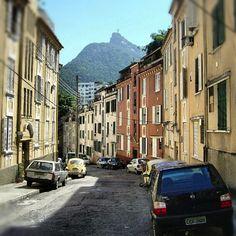 Rua Pires de Almeida, Laranjeiras, Rio de Janeiro.