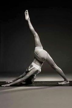 Yoga poses offer numerous benefits to anyone who performs them. There are basic yoga poses and more advanced yoga poses. Here are four advanced yoga poses to get you moving. Yoga Fitness, Fitness Noir, Hatha Yoga, Sup Yoga, Pilates Yoga, Iyengar Yoga, Pilates Reformer, Yoga Meditation, Yoga Inspiration