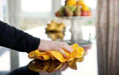 Evite limpar diversos ambientes da casa com o mesmo pano. Espaços de gordura intensa – a cozinha, por exemplo – têm micro-organismos típicos que não devem se espalhar. Foto: Think Stock