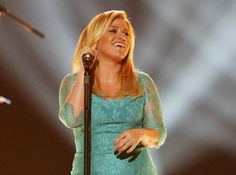 """Kelly Clarkson performs """"Don't Rush"""" during the 48th ACM Awards"""