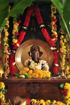 Ganpati Decoration Ideas | Ganpati Decoration Themes | Ganpati Décor | Ganesh Chaturti Décor | Ganesh Chaturthi Décor | DIY | Flowers | Indian Festivals | Ganesha | Ganpati Bappa | Gauri | Home Décor | Idol | Eco Ganesha @purplevelvetpro | www.purplevelvetproject.com