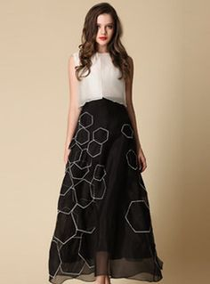 Embroidery O-Neck Patch Maxi Dress