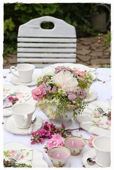 Shabby Lifestyle and Cottage Garden Event Planning, Wedding Planning, Shabby Cottage, Shabby Chic, Romantic Table, Sweet Coffee, Beautiful Table Settings, Sweet Nothings, Afternoon Tea