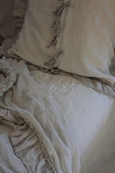 monogrammed linens LOVE the pillow with shabby ties! Neutral Bedding, Linen Bedding, Linen Sheets, Bedding Sets, Vintage Accessoires, French Interior, Interior Design, Design Room, French Decor