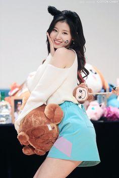 Twice Sana Minatozaki Kpop Girl Groups, Kpop Girls, Korean Girl Groups, Sana Kpop, Sana Cute, Sana Minatozaki, Chaeyoung Twice, Twice Sana, Dahyun