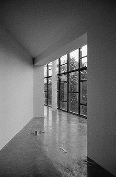 transformação do pavilhão ciccillo matarazzo, no parque ibirapuera, durante a montagem das obras da 32a bienal de arte de são paulo - paisagens do pavilhão da bienal, no parque ibirapuera, em são paulo