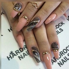 Peach coffin/ballet nails with stones and feather Nail Art! Em Nails, Dope Nails, Nails On Fleek, Hair And Nails, Fabulous Nails, Gorgeous Nails, Pretty Nails, Nails Yellow, Feather Nail Art