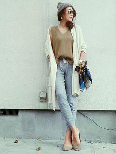 ダサくない着こなしはロングカーデと合わせて☆ おすすめの40代アラフォー女性のスェットパンツコーデ♡